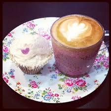 antoinettes-vanilla-cupcake
